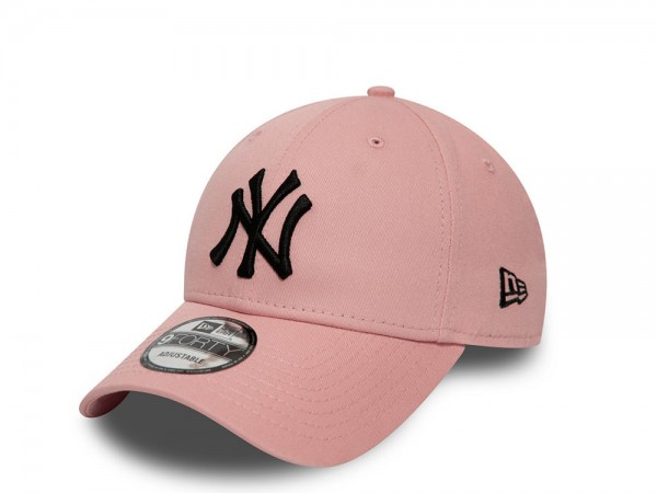 New Era New York Yankees Pink Essential 9Forty Strapback Cap